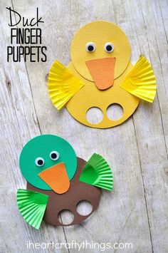 These duck finger puppets are simple to make and are a great spring kids craft. … These duck finger puppets are simple to make and are a great spring kids craft. Visit a local pond to feed the ducks and then come home and make a cute duck craft. Duck Crafts, Animal Crafts, Easter Crafts, Easter Art, Holiday Crafts, Farm Crafts, Easter Eggs, Spring Crafts For Kids, Diy For Kids