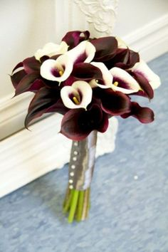 Purple and White Calla Lily reception wedding flowers, wedding decor, wedding flower centerpiece, wedding flower arrangement, add pic source on comment and we will update it. can create this beautiful wedding flower look. Lily Bouquet Wedding, Calla Lily Bouquet, White Wedding Bouquets, Diy Wedding Flowers, Decor Wedding, Calla Lilies, Bridal Bouquets, Blue Wedding, Spring Wedding