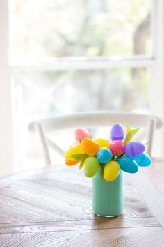 "Make a ""tulip"" bouquet from plastic Easter eggs - so easy!"