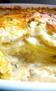 Will make with gluten free flour. Cheesy scalloped potatoes! Cheesy Scalloped Potatoes Recipe, Easy Cheesy Potatoes, Chessy Potatoes, Garlic Cheese, Cheese Sauce, Boursin Cheese, Potato Dishes, Vegetable Dishes, Modern Family