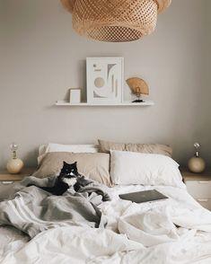 3 Enhancing Tips: Minimalist Bedroom Wardrobe Dressing Rooms cozy minimalist home beams.Minimalist Decor Black Etsy rustic minimalist home square feet.Minimalist Home Art Inspiration. Minimalist Bedroom, Minimalist Decor, Modern Bedroom, Beige Bedrooms, Beige Walls Bedroom, Bedroom Small, Bedroom Black, Minimalist Kitchen, Bedroom Carpet