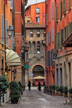 Via de' Fusari i, Bologna, Emilia-Romagna, Italia Places Around The World, Oh The Places You'll Go, Places To Travel, Places To Visit, Around The Worlds, Wonderful Places, Beautiful Places, Bologna Italy, Places In Italy