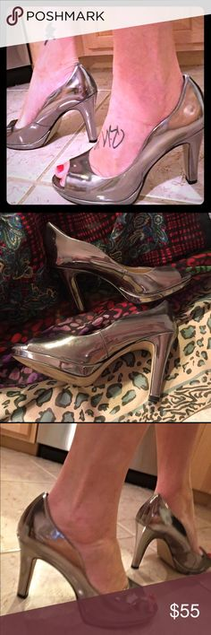 TAHARI Liquid Mercury Leather Peep Toe Heel Silver Stunning metallic leather shoes by TAHARI. Nearly new, these were floor models so they show a few little signs of wear. Great holiday shoes with their reflective silver surface! Size 9M. Tahari Shoes Heels