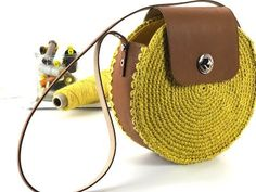 40 ideas knitting bag diy handbags for 2019 Crochet Shell Stitch, Crochet Tote, Crochet Handbags, Crochet Purses, Crochet Bag Tutorials, Diy Sac, Diy Handbag, Round Bag, Macrame Bag