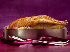 Gefüllter Gänsebraten ist ein Rezept mit frischen Zutaten aus der Kategorie Kochen. Probieren Sie dieses und weitere Rezepte von EAT SMARTER!