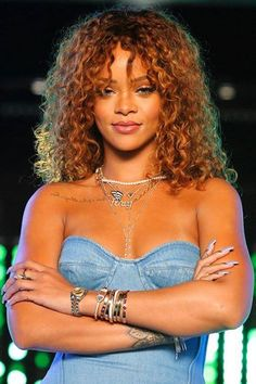 Rihanna In Marques'Almeida Denim On The Voice Rihanna on the Voice wearing Inez and Vinoodh pearl necklace, Rafaello and Co Roc Nation pendant, Jennifer Fisher custom Fenty Gothic letter necklace, Jacquie Aiche body chains and bracelets Estilo Rihanna, Mode Rihanna, Rihanna Riri, Rihanna Style, Rihanna Music, Medium Hair Styles, Curly Hair Styles, Natural Hair Styles, Kinky Hair