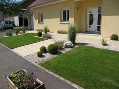 jardin gazon avant apres renovation espace exterieur en longueur devant maison jardin entree Eden Design