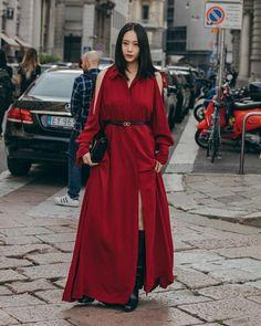 Krystal looks stunning in red at 'Milan Fashion Week' Krystal Fx, Jessica & Krystal, Jessica Jung, Krystal Jung Fashion, New Fashion, Fashion Looks, Milan Fashion, Ulzzang Korean Girl, Popular Girl