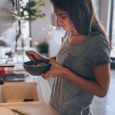 Starting your day on the right foot and with the right food can make a world of difference when it comes to weight loss. Here are 14 healthy breakfast foods that can help you lose weight. Low Carb Breakfast, Healthy Breakfast Recipes, Healthy Menu, Healthy Weight, Ayurveda, Late Night Cravings, Beaux Desserts, Beachbody Blog, Gastro