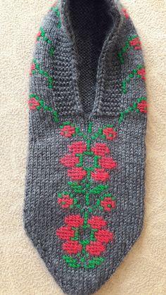 SevgiKANBAY Knit Patterns, Knits, Hand Knitting, Diy And Crafts, Men Sweater, Slippers, Socks, Crochet, Sweaters