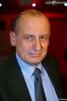 Jean-Michel Aphatie, né le 8 septembre 1958 à Moncayolle-Larrory-Mendibieu (Pyrénées-Atlantiques), est un journaliste français. Dans le Grand Journal, sur Canal+, je ne le trouve pas intéressant et...