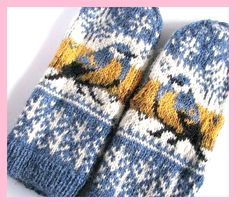 Thick & fast pattern by Natalia Moreva Ravelry: Project Gallery for Titbird. Thick & fast mittens pattern by Natalia Moreva Crochet Mittens, Mittens Pattern, Knitted Gloves, Knit Or Crochet, Crochet Pattern, Fingerless Mittens, Crochet Granny, Knitting Charts, Knitting Stitches