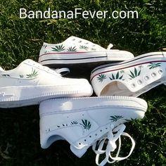 Converse basse blanche Feuille de Pot Weed par BandanaFeverDesigns