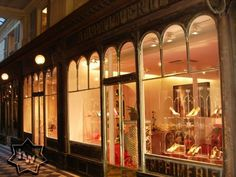louboutin paris boutique louvre