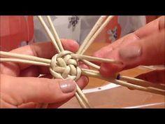 1 million+ Stunning Free Images to Use Anywhere Paper Basket Diy, Paper Basket Weaving, Straw Weaving, Willow Weaving, Basket Crafts, Newspaper Basket, Newspaper Crafts, Wire Weaving, Diy Paper