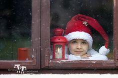Fotograf Adorable boy, looking through window, waiting for Santa von Tatyana Tomsickova auf 500px