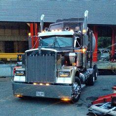 Kenworth Trucks, Peterbilt, Semi Trucks, Big Trucks, Train Truck, Custom Big Rigs, Trailers, Cool Cars, Bears