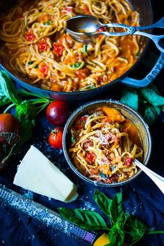Feasting at Home's Spaghetti with Quick Fresh Tomato Sauce, Garlic and Basil #MadeinStaub cast iron pot!