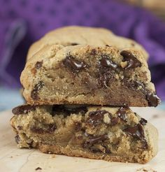 The best copycat recipe for the famous, giant Levain Bakery Chocolate Chip Cookies. They are crispy on the outside and soft & gooey on the inside! National Chocolate Chip Day, Best Chocolate Chip Cookie, Chocolate Chip Recipes, Chocolate Cookies, Chocolate Chips, Cookie Recipes, Dessert Recipes, Levain Cookie Recipe, Levain Bakery