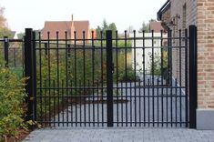 Metal Garden Gates, Aluminum Fence, House Inside, Gate Design, Dog Lovers, Backyard, Outdoor Structures, Pets, House Styles