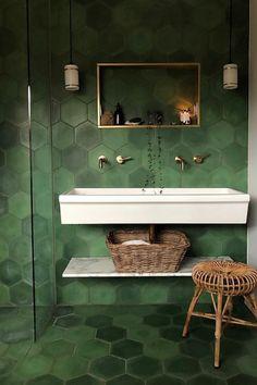 Colorful Interior Design, Bathroom Interior Design, Interior Design Inspiration, Colorful Interiors, Design Ideas, Design Design, Green Bathroom Decor, Bathroom Ideas, Green Bathrooms