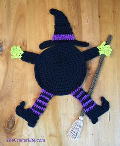 Flattened Witch Pot Holder - The Crafter Life Crochet Fall, Holiday Crochet, Crochet Round, Crochet Home, Crochet Crafts, Crochet Projects, Free Crochet, Easy Crochet, Yarn Crafts