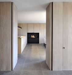 Interior by D Interieur – picture by Tom Fossaert: Interieur door D Interieur – foto door Tom Fossaert: Interior Architecture, Interior And Exterior, Interior Design, Interior Simple, Timber Panelling, Wood Cladding, Design Moderne, Stone Flooring, Interior Inspiration