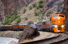 A complete guide to Colorado train trips.  Photo: Royal Gorge Route Railroad, Cañon City, CO