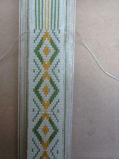 Mapuche Inkle Weaving, Inkle Loom, Tablet Weaving, Weaving Art, Textiles, Weaving Projects, Weaving Techniques, Loom Knitting, Navajo