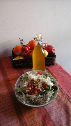 Insalatona con germogli ,finocchio pomodorini e noci con olio d'oliva taggiasco spremitura dicembre 2015