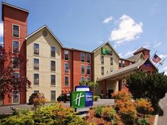 Grants Pass (OR) Holiday Inn Express Grants Pass United States, North America Holiday Inn Express Grants Pass is conveniently located in the popular Northeast Grants Pass area. The hotel offers guests a range of services and amenities designed to provide comfort and convenience. Service-minded staff will welcome and guide you at the Holiday Inn Express Grants Pass. Whirlpool bathtub, non smoking rooms, air conditioning, heating, desk can be found in selected guestrooms. Entert...