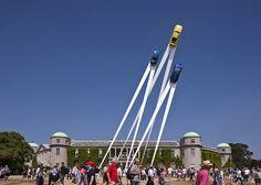 大空へ飛び立つポルシェ911! 誕生50周年を記念したクールで巨大なアウトドア広告   AdGang