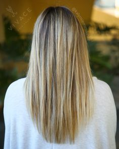 Beachy blonde balayage highlight blend by Kalyn Sieminski. Soft and sunkissed!