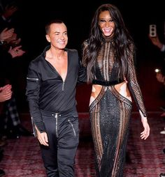 Our February cover girl #WinnieHarlow closes the #JulienMacdonald show at #LFW   via ELLE CANADA MAGAZINE OFFICIAL INSTAGRAM - Fashion Campaigns  Haute Couture  Advertising  Editorial Photography  Magazine Cover Designs  Supermodels  Runway Models