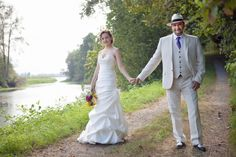 Mermaid gown for the bride, beige suit and hat for the groom - photo by Acken Studios