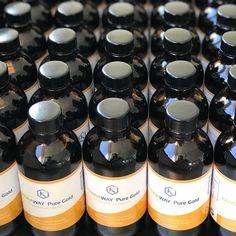 Καθαρό χρυσό αποκαρβοξυλιωμένο Full-Spectrum CBD Oil. Kαθαρό CBD χωρίς THC. Συνδυάζει υψηλής ποιότητας Κανναβιδέλαιο (CBD oil) με MCT (μεσαίας αλύσου τριγλυκερίδια) από έλαιο καρύδας Medical Marijuana, Cannabis, Hash Oil, Cbd Oil For Sale, Whiskey Bottle, Weed, Pure Products, Ganja, Mushroom