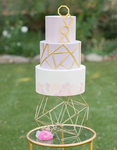 Mauve, purple + gold geometric cake / http://www.deerpearlflowers.com/modern-himmeli-geometric-wedding-details/3/