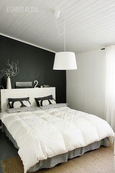 Musta seinä makuuhuoneessa