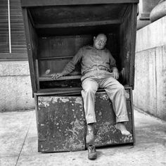 a Vivian Maier photo Famous Photographers, Street Photographers, Vintage Photography, Film Photography, Vivian Maier Street Photographer, Vivian Mayer, Alfred Stieglitz, Expositions, Ansel Adams