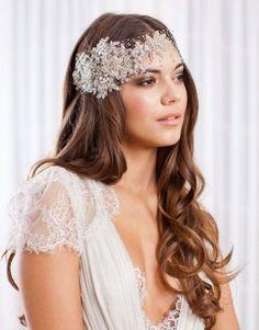 Tocados y peinados de pelo suelto para novias