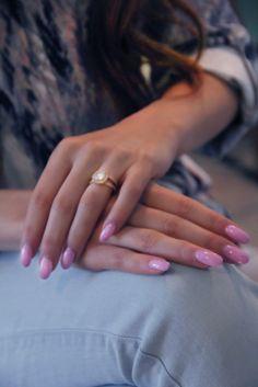 Almond, gel nails. Light pink.