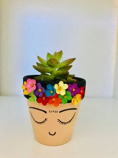 34 Rustic Planter Design Ideas You Have To See This Year Flower Pot Crafts, Clay Pot Crafts, Diy And Crafts, Crafts For Kids, Flower Pot Art, Diy Flower, Shell Crafts, Painted Plant Pots, Painted Flower Pots