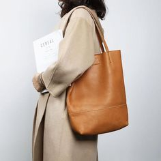 Totes On Sale, Shopping Bag, Chic Shoulder Bag Jewelry Stores, Jewelry Sets, Types Of Gems, Anklet, Tote Handbags, Leather Backpack, Leather Bags, Shopping Bag, Shoes