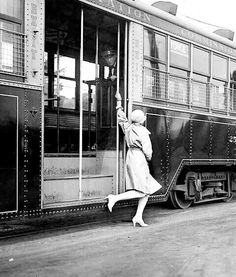 1928 flapper on a streetcar in Toronto, Canada. Bolivia, Jamaica, Old Photos, Vintage Photos, 1920s, Chattanooga Choo Choo, Zen, Canadian Things, Equador