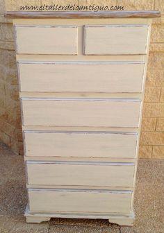 Pintar pino en Decapé blanco - **El Taller de lo Antiguo Vintage Industrial Furniture, Chalk Paint, Decoupage, Dresser, Painting, Home Decor, Diana, Decorating, Natural