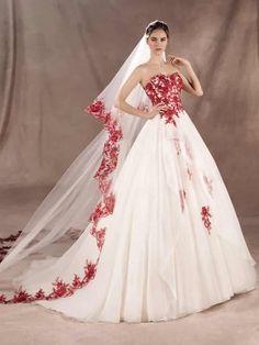 Una scelta che un tempo riguardava solo le spose che desideravano distaccarsi da un'immagine convenzionale e che guadagna sempre più spazio nel mondo della moda nuziale. Ecco a voi la nostra selezione di abiti da sposa colorati.