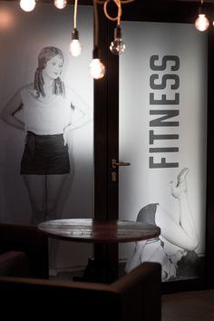 Poćwiczymy? Level Up Fitness, Wrocław. Projekt: Małgorzata Konicka i Patrycja Dąbrowska (pracownia 28form). Grafika i foto: Mateusz Gzik.