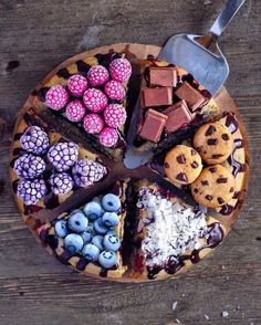 Brighten Up Your Breakfast and Desserts with These Stunning Vegan Treats Desserts Végétaliens, Dessert Recipes, Dessert Food, Food Deserts, Drink Recipes, Cute Food, Yummy Food, Vegan Treats, Vegan Food