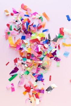 The Ultimate Guide to Confetti - Studio DIY Festa Party, Diy Party, Paper Confetti, Diy Confetti, Silvester Party, Party Decoration, For Your Party, Party Planning, Party Time