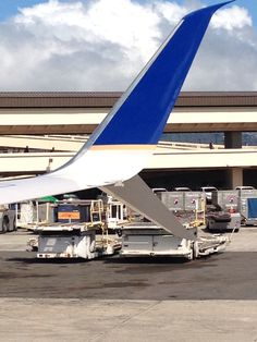 United 737 Scimitar winglets